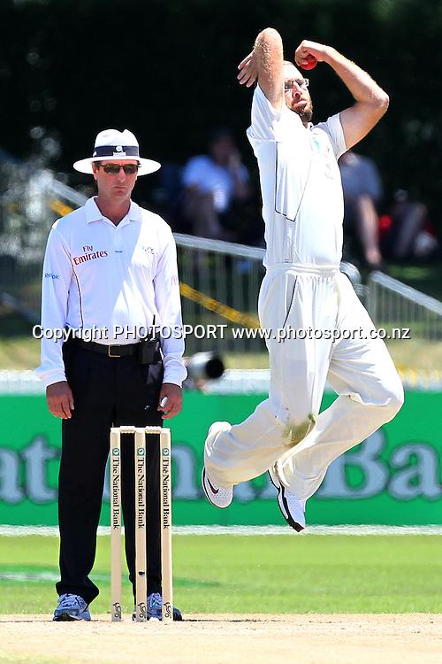 NZ's Daniel Vettori bowls. New Zealand Black Caps v Pakistan, Test Match Cricket. Day 2 at Seddon Park, Hamilton, New Zealand. Saturday 8 January 2011. Photo: Anthony Au-Yeung/photosport.co.nz