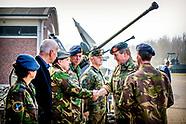 Koning Willem-Alexander tijdens een werkbezoek aan de Luitenant-generaal Bestkazerne in Vredepeel, d