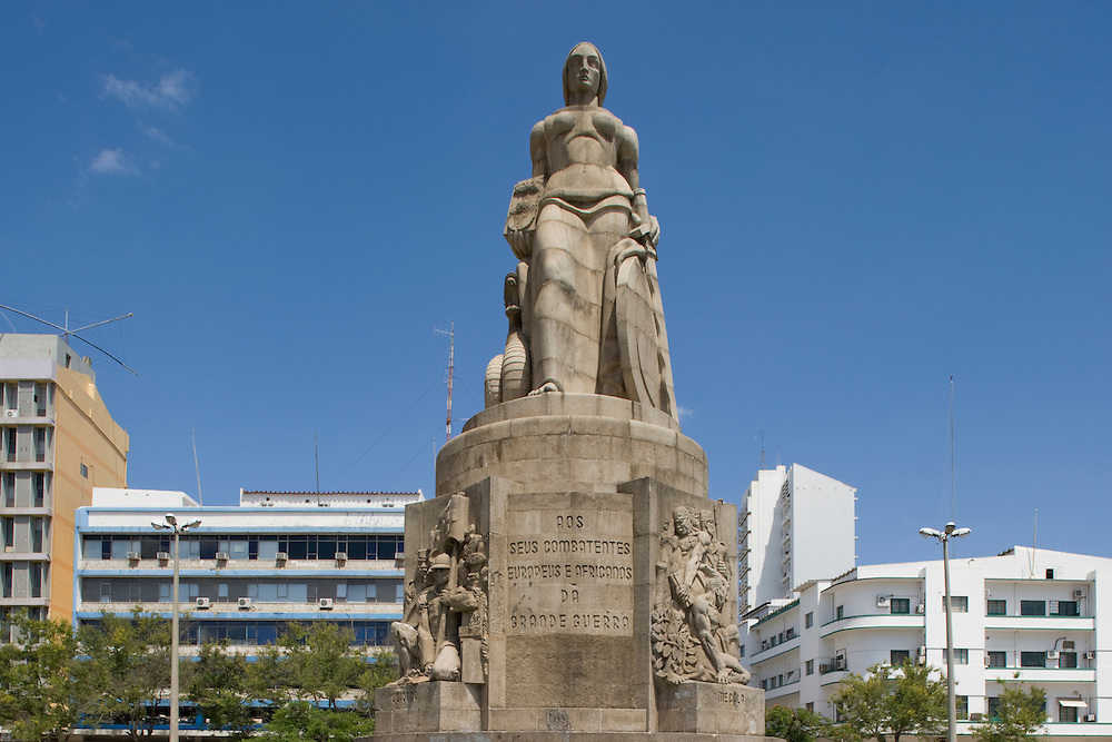Africa, Mozambique, Maputo, Statue commemorating World War I soldiers in Praça dos Trabalhadores