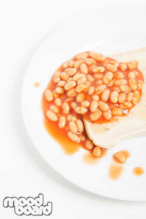 Baked beans and bread in plate