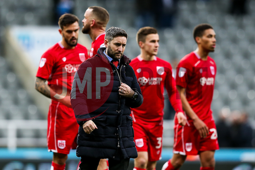 Bristol City manager Lee Johnson looks on after the game ends 2-2 with City having led 0-2 at half time - Rogan Thomson/JMP - 25/02/2017 - FOOTBALL - St James' Park - Newcastle, England - Newcastle United v Bristol City - Sky Bet EFL Championship.