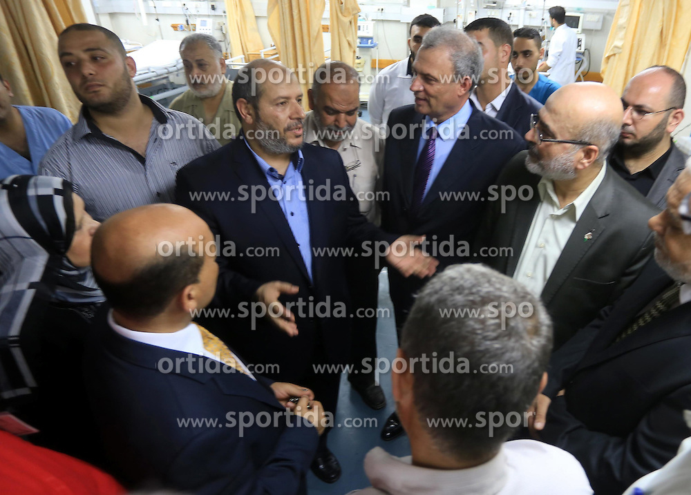 14.08.2014, Gaza Stadt, PSE, Nahostkonflikt zwischen Israel und Pal&auml;stina,im Bild die Situation in Gaza Stadt // Senior Hamas leader Khalil al-Hayya speaks with Palestinian housing minister in the unity government Mufid al-Hasayneh as he visits Palestinians who were wounded during the Israeli offensive, upon his return to Gaza City from truce talks in Cairo, at al-Shifa hospital in Gaza city on August 14, 2014. A renewed truce between Israel and Palestinians appeared to be holding on Thursday despite a shaky start after both sides agreed to give Egyptian-brokered talks more time to try to end the Gaza war. Photo by Mohammed Asad, Palestine on 2014/08/14. EXPA Pictures &copy; 2014, PhotoCredit: EXPA/ APAimages/ Mohammed Asad<br /> <br /> *****ATTENTION - for AUT, GER, SUI, ITA, POL, CRO, SRB only*****