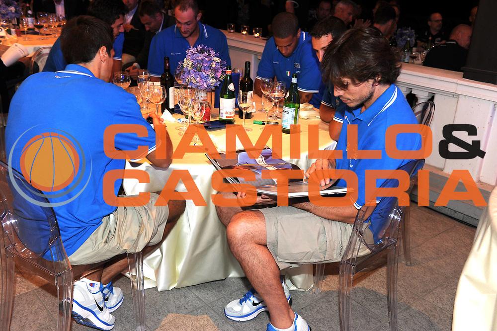 DESCRIZIONE : Milano Ippodromo San Siro Raduno Collegiale Nazionale Italiana Maschile Media Day Dinner Cena Fip<br /> GIOCATORE : Narco Mordente<br /> CATEGORIA : Dinner Cena<br /> SQUADRA : Nazionale Italia Uomini <br /> EVENTO : Raduno Collegiale Nazionale Italiana Maschile <br /> GARA : <br /> DATA : 18/07/2011<br /> SPORT : Pallacanestro <br /> AUTORE : Agenzia Ciamillo-Castoria/GiulioCiamillo<br /> Galleria : Fip Nazionali 2011 <br /> Fotonotizia : Milano Ippodromo San Siro Raduno Collegiale Nazionale Italiana Maschile Media Day Dinner Cena Fip<br /> Predefinita :
