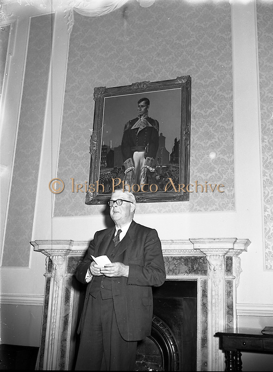23/07/1958<br /> 07/23/1958<br /> 23 July 1958<br /> Painting of Robert Emmet presented to Seanad Eireann, Leinster House, Dublin. Dr James Ryan T.D., Minister for Finance making a speech at the unveiling.