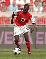 Fotball<br /> Foto: SBI/Digitalsport<br /> NORWAY ONLY<br /> <br /> The Sony Amsterdam Tournament.<br /> The ArenA, Amsterdam.<br /> 30/07/2004.<br /> Arsenal v River Plate<br /> Manu Eboue running with the ball.