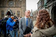 DEN HAAG - Gert-Jan Segers (CU), Carola Schouten  komt aan op het Binnenhof voor gesprekken met informateur Gerrit Zalm.De vier partijen die een nieuw kabinet willen vormen, hebben maandag na ruim drie maanden overleg hun regeerakkoord af. De plannen voor de komende jaren gaan nu naar de fracties van VVD, CDA, D66 en ChristenUnie. Zij buigen zich in de loop van de dag over het concept.   copyright robin utrecht