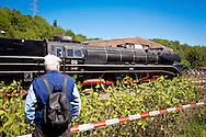 DEU, Germnay, Ruhr area, Bochum, railway museum in the district Dahlhausen, visitor is watching the locomotives...DEU, Deutschland, Ruhrgebiet, Eisenbahnmuseum im Stadtteil Dahlhausen, Besucher schaut sich eine Lokomotive an.