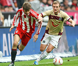 16.10.2010, Allianz Arena, Muenchen, GER, 1.FBL, FC Bayern Muenchen vs Hannover 96, im Bild Thomas Mueller (Bayern #25) im Kampf mit Konstantin Rausch (Hannover #34), EXPA Pictures © 2010, PhotoCredit: EXPA/ nph/  Straubmeier+++++ ATTENTION - OUT OF GER +++++