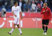 Fotball<br /> Tyskland<br /> Foto: Witters/Digitalsport<br /> NORWAY ONLY<br /> <br /> 27.09.2008<br /> <br /> v.l. Luca Toni will nicht das Trikot mit Mikael Forssell tauschen<br /> <br /> Bundesliga Hannover 96 - FC Bayen München 1:0