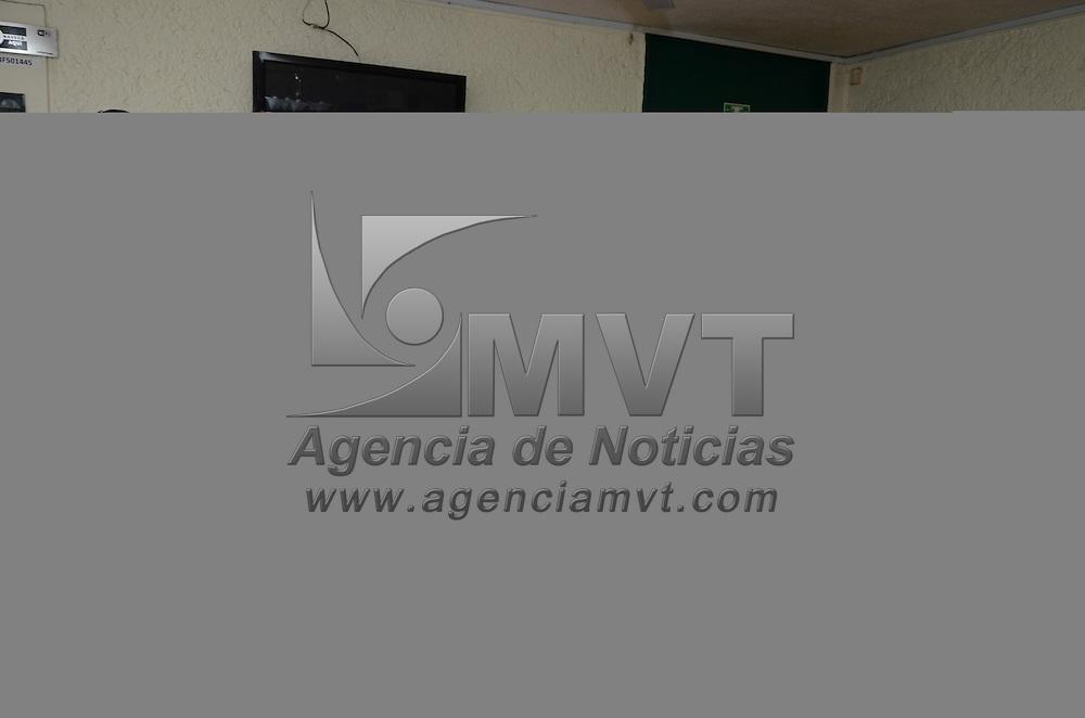 Toluca, México.- Guillermo Carbajal Martínez, durante conferencia de prensa, donde aceptó la candidatura a la alcaldía de Toluca por el Partido del Trabajo, luego de que el Revolucionario Institucional (PRI) rechazó sus aspiraciones. Agencia MVT / Arturo Hernández.