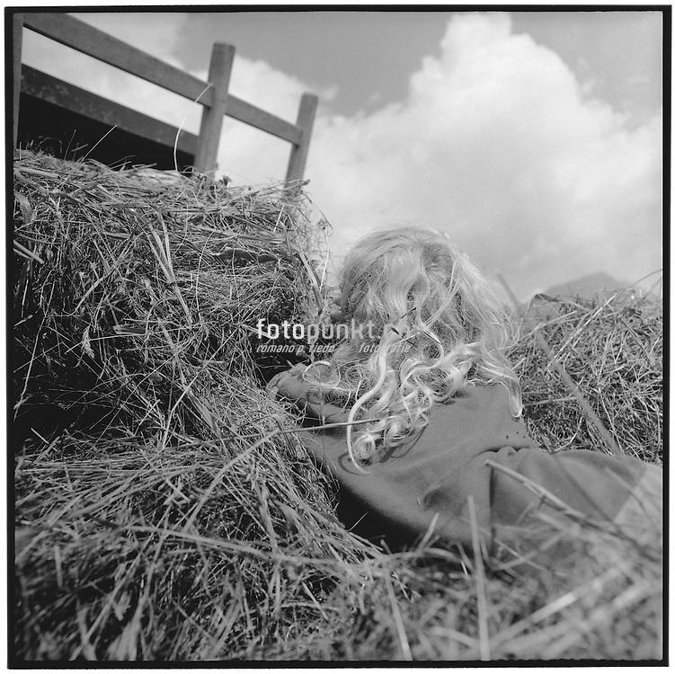 Hair, hay, haycart, clouds, summer, sun, blond, boy, girl, lange Haare, blond, im Heu, Heuwagen