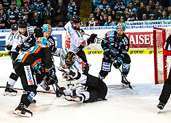 19.01.2020, Keine Sorgen Eisarena, Linz, AUT, EBEL, EHC Liwest Black Wings Linz vs Moser Medical Graz 99ers, 42. Runde, im Bild v.l. Brian Lebler (EHC Liwest Black Wings Linz), Hunter Fejes (EHC Liwest Black Wings Linz), Tormann Christopher Nihlstorp (Moser Medical Graz 99ers), Trevor Hamilton (Moser Medical Graz 99ers), Rick Schofield (EHC Liwest Black Wings Linz) // during the Erste Bank Eishockey League 42th round match between EHC Liwest Black Wings Linz and Moser Medical Graz 99ers at the Keine Sorgen Eisarena in Linz, Austria on 2020/01/19. EXPA Pictures © 2020, PhotoCredit: EXPA/ Reinhard Eisenbauer