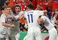 21-06-2008: Voetbal: Nederland-Rusland: Basel <br /> Rusland viert het doelpunt met Semshov (20), Zhirkov (18), Semak (11)<br /> Foto: Geert van Erven