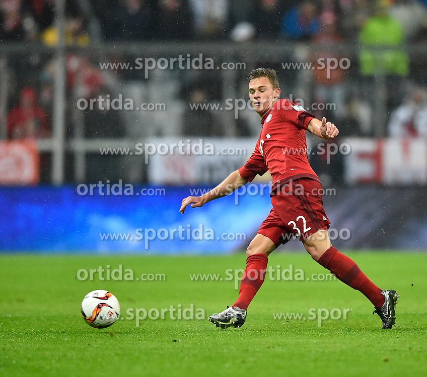 31.01.2016, Allianz Arena, Muenchen, GER, 1. FBL, FC Bayern Muenchen vs TSG 1899 Hoffenheim, 19. Runde, im Bild Joshua Kimmich FC Bayern Muenchen am Ball // during the German Bundesliga 19th round match between FC Bayern Munich and TSG 1899 Hoffenheim at the Allianz Arena in Muenchen, Germany on 2016/01/31. EXPA Pictures &copy; 2016, PhotoCredit: EXPA/ Eibner-Pressefoto/ Weber<br /> <br /> *****ATTENTION - OUT of GER*****