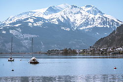 THEMENBILD - Segelboote ankern im Zeller See. Dahinter sieht man die Stadt Zell am See vom Nordufer aus, im Hintergrund die schneebedeckte Bergwelt, aufgenommen am 20. April 2019, Zell am See, Österreich // Sailboats anchor in the Zeller lake. Behind it you can see the town of Zell am See from the north shore, in the background the snow-covered mountains on 2019/04/20, Zell am See, Austria. EXPA Pictures © 2019, PhotoCredit: EXPA/ Stefanie Oberhauser