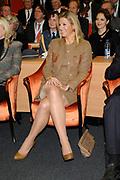 Hare Koninklijke Hoogheid Prinses M&aacute;xima der Nederlanden heeft op de Nyenrode Business Universiteit in Breukelen een toespraak over toegang tot financi&euml;le diensten (inclusive finance). <br /> <br /> Her Royal Highness Princess M&aacute;xima of the Netherlands at the Nyenrode Business University in Breukelen a speech on access to financial services (inclusive finance).<br /> <br /> Op de foto / On the photo: