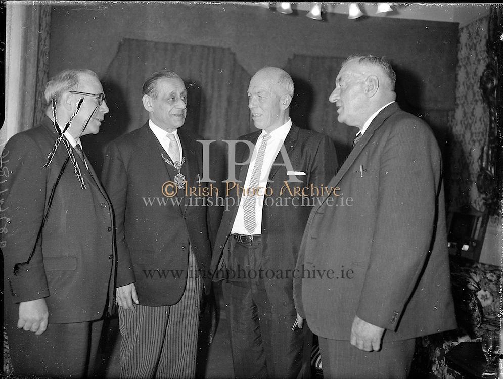 Mr. Peter Loftus,ex New York Chief meets Lord Mayor.<br /> 13.06.1961