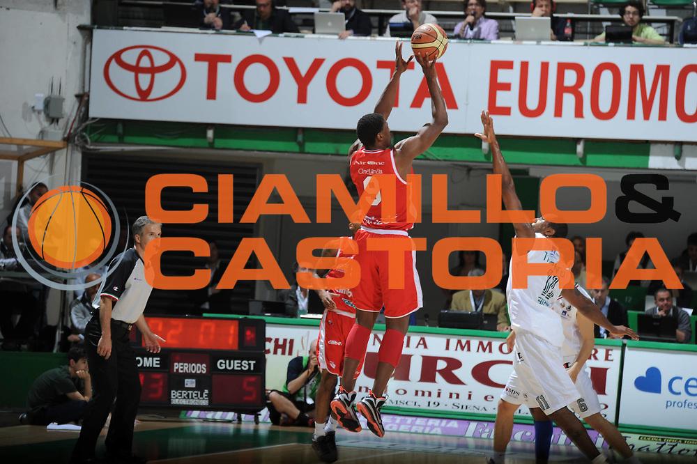 DESCRIZIONE :Siena  Lega A 2011-12 Montepaschi Siena Cimberio Varese Play off gara 1<br /> GIOCATORE : Yakhouba Diawara<br /> CATEGORIA : controcampo three points<br /> SQUADRA : Cimberio Varese<br /> EVENTO : Campionato Lega A 2011-2012 Play off gara 1 <br /> GARA : Montepaschi Siena Cimberio Varese<br /> DATA : 17/05/2012<br /> SPORT : Pallacanestro <br /> AUTORE : Agenzia Ciamillo-Castoria/ GiulioCiamillo<br /> Galleria : Lega Basket A 2011-2012  <br /> Fotonotizia : Siena  Lega A 2011-12 Montepaschi Siena Cimberio Varese Play off gara 1<br /> Predefinita :