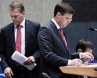 Nederland. Den Haag, 18 september 2008.<br /> Bos passeert Balkenende in vak K.<br /> Foto Martijn Beekman<br /> NIET VOOR PUBLIKATIE IN LANDELIJKE DAGBLADEN.