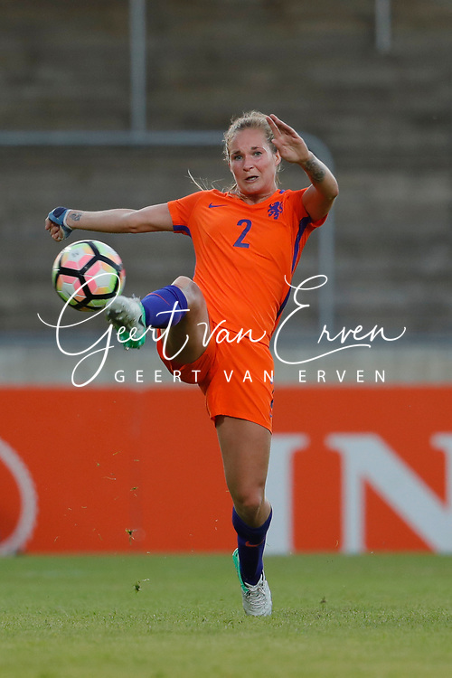 13-06-2017 VOETBAL:ORANJE VROUWEN-OOSTENRIJK:DEVENTER<br /> <br /> De oranje leeuwinnen wonnen met 3-0 van Oostenrijk in de Adelaarshorst in Deventer<br /> <br /> Desiree van Lunteren van Oranje Leeuwinnen (Holland Women) <br /> <br /> Foto: Geert van Erven