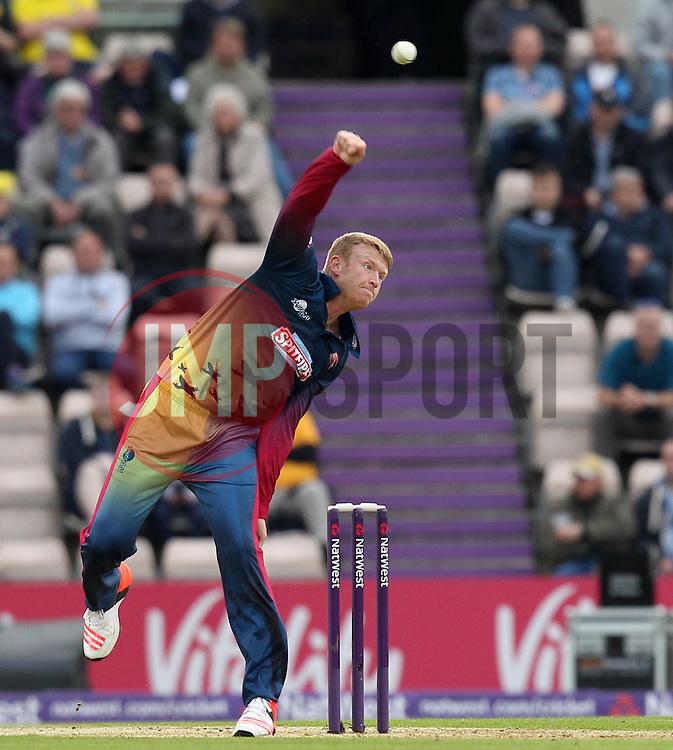 Kent's Matt Coles bowls - Photo mandatory by-line: Robbie Stephenson/JMP - Mobile: 07966 386802 - 22/05/2015 - SPORT - Football - Southampton - Ageas Bowl - Hampshire v Kent Spitfires - T20 Blast