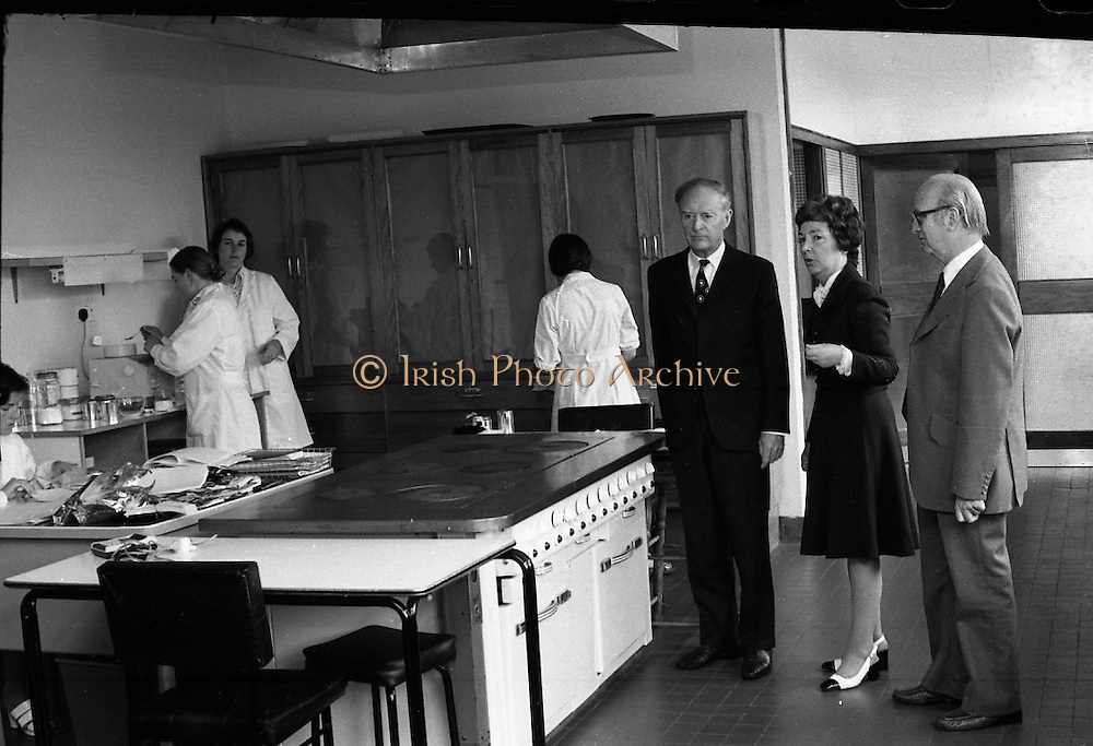 Taoiseach Liam Cosgrave visits Sugar Factory, Carlow .07/07/1976.07/07/1976.7th July 1976..Picture of Liam Cosgrave  viewing the research and development section of the Carlow Sugar Factory.