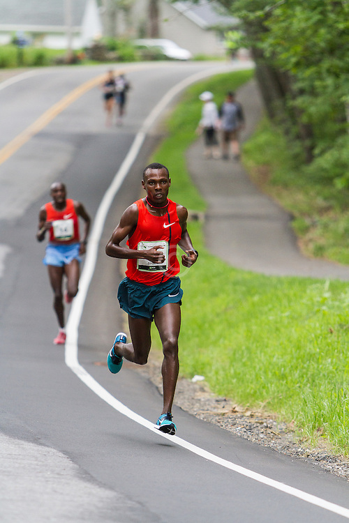 Beach to Beacon 10K: Bedan Karoki Muchiri, winner, at mile 5