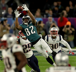 Philadelphia Eagles wide receiver Torrey Smith (82) stretches to make a catch during the team's opening drive in Super Bowl LII Sunday, February 4, 2018 in Minneapolis, Minn. Photo by Jeff Wheeler//Minneapolis Star Tribune/TNS/ABACAPRESS.COM