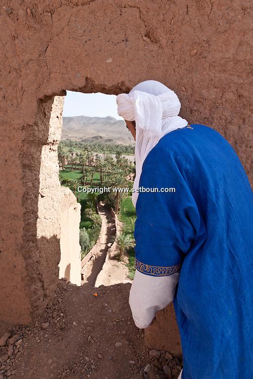 Morocco , Tamnoulgat village, restaurant , hotel guest house chez Yacob, in a clay house kasbah,  , near Agdz, Draa valley Morocco south - ksar and kasbah, clay fortified house , Tamnoulgat village , near Agdz, draa valley /  restaurant, hotel , maison d hote, chez Yacob dans une kasbah en terre a Tamnougalt à la sortie de Agdz  dans vallee du Draa,