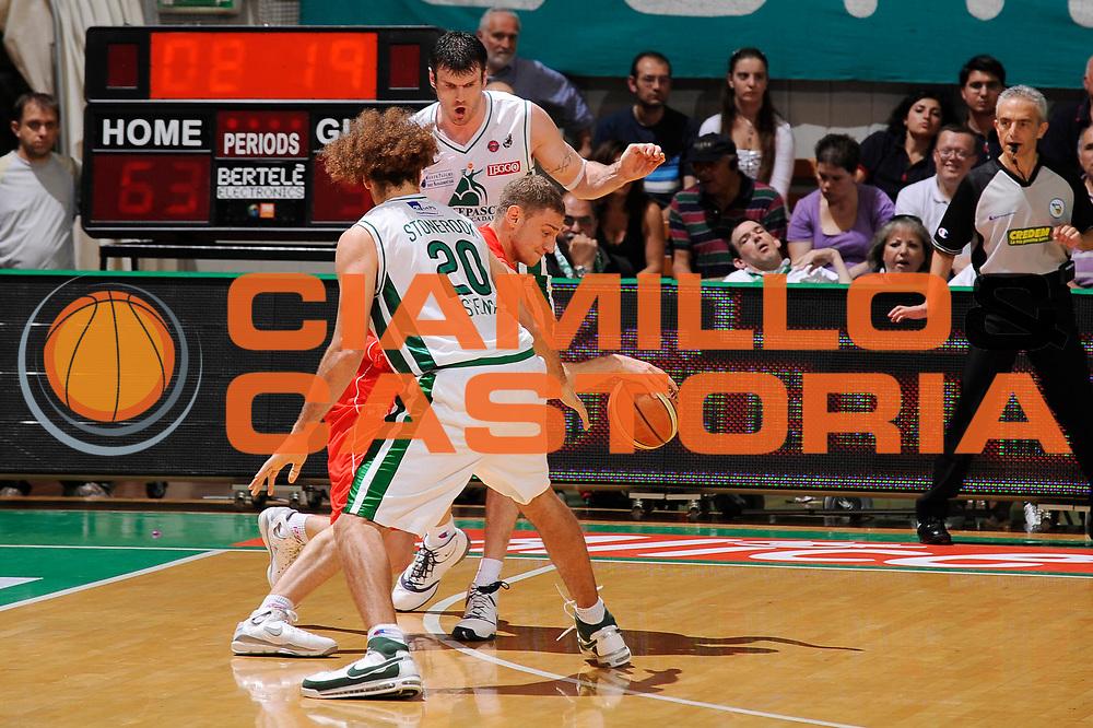 DESCRIZIONE : Siena Lega A 2008-09 Playoff Finale Gara 2 Montepaschi Siena Armani Jeans Milano<br /> GIOCATORE : Mindaugas Katelynas<br /> SQUADRA : Armani Jeans Milano <br /> EVENTO : Campionato Lega A 2008-2009 <br /> GARA : Montepaschi Siena Armani Jeans Milano<br /> DATA : 12/06/2009<br /> CATEGORIA : difesa<br /> SPORT : Pallacanestro <br /> AUTORE : Agenzia Ciamillo-Castoria/G.Ciamillo