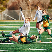 5th year mid-Fielder, Nikita Senko (9) of the Regina Cougars during the Women's Soccer home game on Sun Oct 14 at U of R Field. Credit: Arthur Ward/Arthur Images