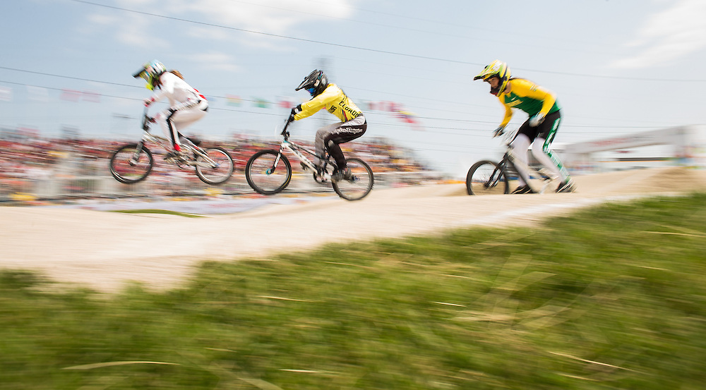 Riders Daina Tuchscherer (L) of Canada, Domenica Azuero Gonzalez (C) of Ecuador and Thaynara Morosini Chaves of Brazil race in their semi finals at the BMX competition at the 2015 Pan American Games in Toronto, Canada July 11,  2015.  AFP PHOTO/GEOFF ROBINS