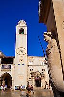Croatie, Dalmatie, côte dalmate, Dubrovnik, centre historique classé Patrimoine Mondial de l'UNESCO, place de la Loge, colonne de Roland, la tour de l'Horloge // Croatia, Dalmatia, Dubrovnik, historical centre, Unesco World Heritage site, old town, Luza square, Orlando's column, clock tower