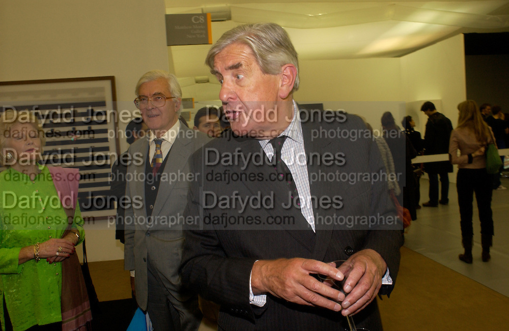 Lord Baker and Lord Jopling, Private view of the Frieze Art Fair, Regent's Park. 14 October 2004. ONE TIME USE ONLY - DO NOT ARCHIVE  © Copyright Photograph by Dafydd Jones 66 Stockwell Park Rd. London SW9 0DA Tel 020 7733 0108 www.dafjones.com