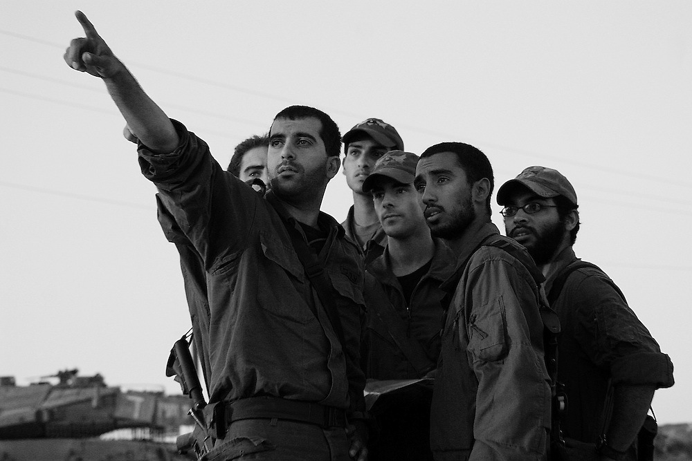 Israeli soldiers have a last minute briefing of their targets over the border in Lebanon. Aug 2006