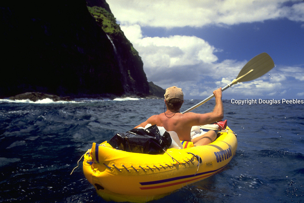 Kayaker, Napali Coast, Kauai, Hawaii, USA<br />