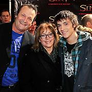 NLD/Amsterdam/20101103- Filmpremiere Sint de film, Dave Schram, partner Maria Peters en zoon Quinten