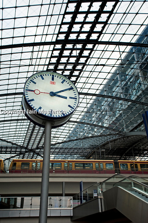 Clock and elevated rail platforms at Berlin Hauptbahnhof railway station 2009