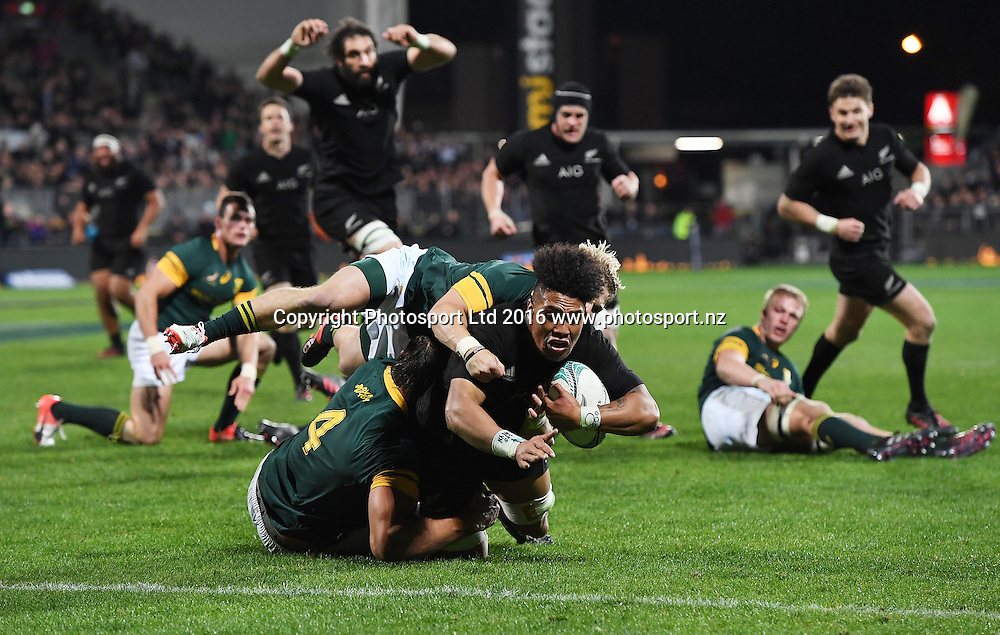 Ardie Savea scores a try.<br /> New Zealand All Blacks v South Africa. Test match rugby union. The Rugby Championship. Christchurch, New Zealand. Saturday 17 September 2016. &copy; Copyright Photo: Andrew Cornaga / www.Photosport.nz