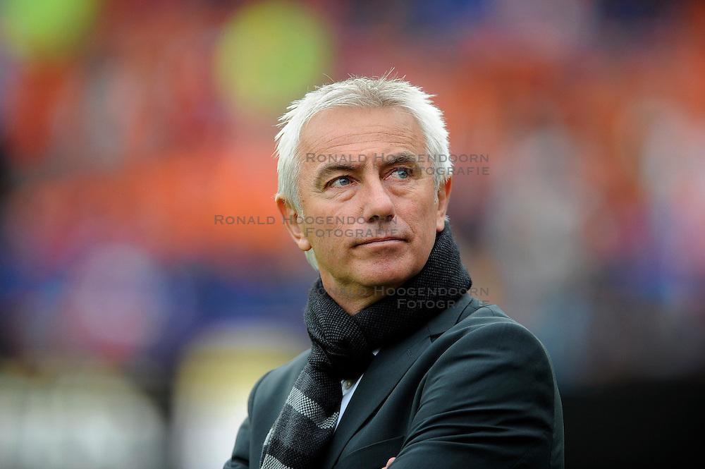 01-06-2010 VOETBAL: NEDERLAND - GHANA: ROTTERDAM<br /> Nederland wint vrij eenvoudig de oefenwedstrijd van Ghana / Bert van Marwijk<br /> &copy;2010-WWW.FOTOHOOGENDOORN.NL