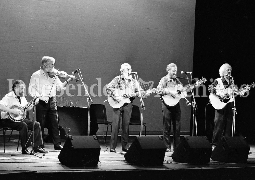 The Dubliners in Concert in the Olympia Theatre,(L-R) Barney McKenna, John Sheahan, Ronnie Drew, Sean Cannon and Eamon Campbell, Dublin, circa August 1992 (Part of the Independent Newspapers Ireland/NLI Collection).