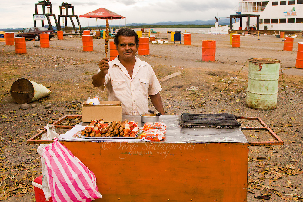 Waiting for the ferry to get across to Montezuma, I found a Tico (Costa Rican) that had spent some years in Greece....