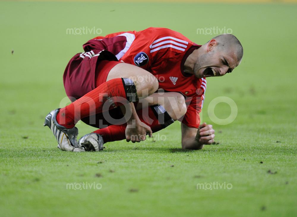 Fussball  International  UEFA Cup Halbfinale  2008/2009   07.05.2009  Hamburger SV - Werder Bremen  Mladen Petric  (HSV) verletzt am Boden