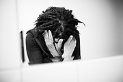 Une femme dans un centre d'acceuil pour toxicomane en France.