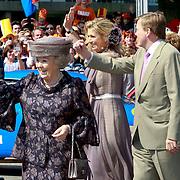 NLD/Weert/20110430 - Koninginnedag 2011 in Weert, Beatrix, troonopvolger Willem - Alexander en Maxima