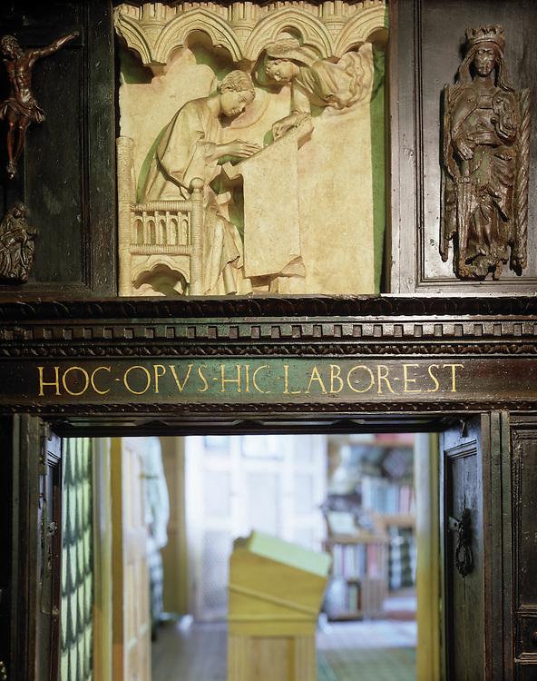 """Gardone (BS)  - Il Vittoriale degli Italiani,  casa di Gabriele D'Annunzio: L'ingresso all'""""Officina"""""""