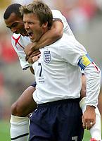 FRANKFURT,DEUTSCHLAND,10.JUN.06 - FUSSBALL - FIFA Weltmeisterschaft 2006, England vs Paraguay  , ENG vs PAR. Bild zeigt den Jubel von Ashley Cole und David Beckham (ENG).  Foto: Digitalsport<br /> <br /> Norway only