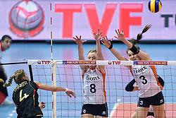 04-01-2016 TUR: European Olympic Qualification Tournament Nederland - Duitsland, Ankara <br /> De Nederlandse volleybalvrouwen hebben de eerste wedstrijd van het olympisch kwalificatietoernooi in Ankara niet kunnen winnen. Duitsland was met 3-2 te sterk (28-26, 22-25, 22-25, 25-20, 11-15) / Maren Brinker #4 of Germany, Judith Pietersen #8, Yvon Belien #3
