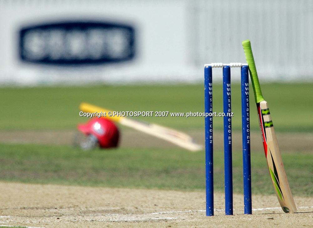 A bat leans against the wickets during drinks at the State Championship Cricket Final between Northern Districts and Canterbury at Seddon Park, Hamilton, New Zealand on Sunday 25 March 2007. Photo: Hagen Hopkins/PHOTOSPORT<br />