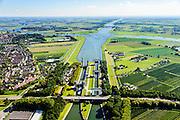 Nederland, Utrecht, Wijk bij Duurstede, 30-09-2015;<br /> Prinses Irenesluizen in Amsterdam-Rijnkanaal. Kruising van rivier de Neder-rijn, overgaand in Lek in het verschiet.<br /> Lock complex Amsterdam-Rijn-canal.<br /> Luchtfoto (toeslag), aerial photo (additional fee required) foto/photo Siebe Swart